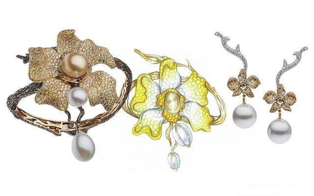 此次推出的作品以澳大利亚最珍稀的兰花为灵感,每一件都镶嵌了不同颜色的南洋珍珠和彩色宝石,造型亦各不相同。Autore认为:「你不可能找到两颗完全相同的珍珠,也永远找不到两朵完全相同的兰花。」 新作以橙色、粉色兰花为主题创作了两组珠宝,其中橙色兰花曾遍布澳大利亚,如今生长在云端的山巅和峡谷地带,一株仅数十朵,花瓣绽开呈扇形。设计师采用圆润的金珠作为花蕊,花瓣则由无色钻石和黄色系钻石铺镶而成。兰花的枝干部分特别制作为凹凸不平的形态,逼真地呈现其粗糙的质地。 粉色兰花亦是澳大利亚罕见的兰花品种,花瓣呈向外卷曲