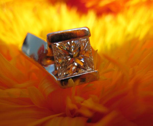 钻公主方形切割钻石戒指