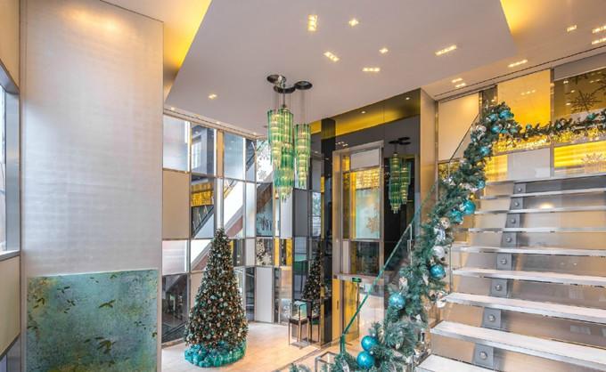 蒂芙尼珠宝店内圣诞布景-蒂芙尼珠宝圣诞橱窗鉴赏