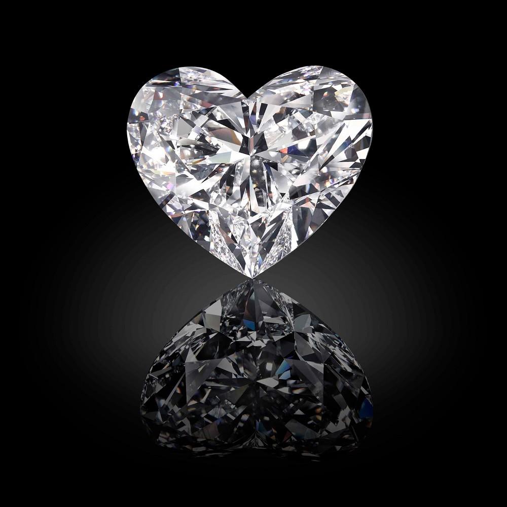 切割这样一颗特殊尺寸的心形钻石需要开发新的切割技术,并重新定制