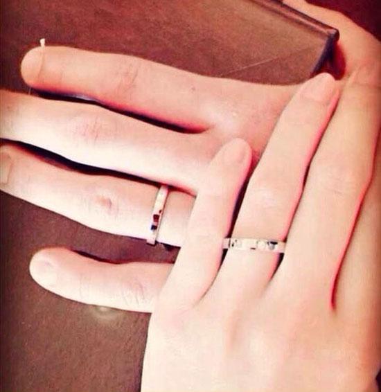 杨幂发微博晒订婚戒指