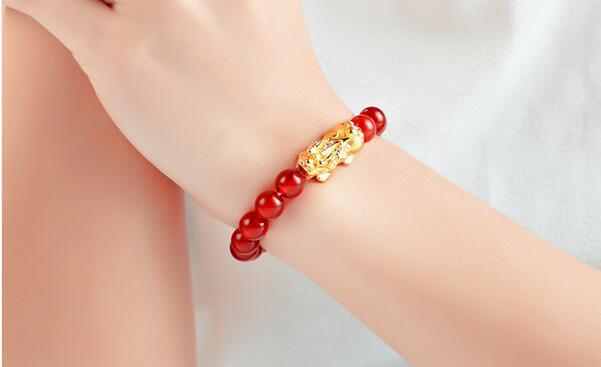 黄金貔貅手链怎么佩戴 黄金貔貅手链的佩戴方法及图片