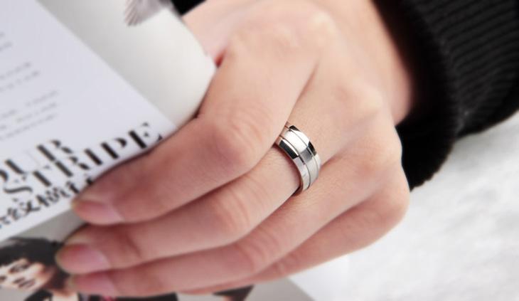 单身戒指戴哪个手指 男生女生单身戒指戴哪个手指图图片