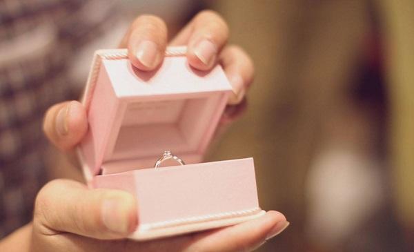 婚前互送戒指代表什么意思_送女朋友戒指代表什么意思_送戒指代表什么意思